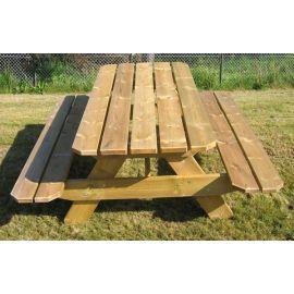 Solid bord med benker